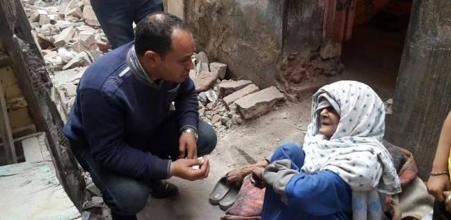 """فريق التدخل السريع بوزارة التضامن ينقذ عجوز ومسنة بـ""""مثلث ماسبيرو"""""""
