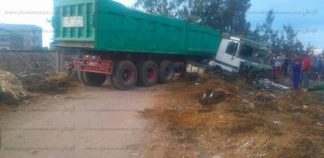 أول فيديو من حادث تصادم قطار بسيارة نقل ثقيل في كفر الشيخ