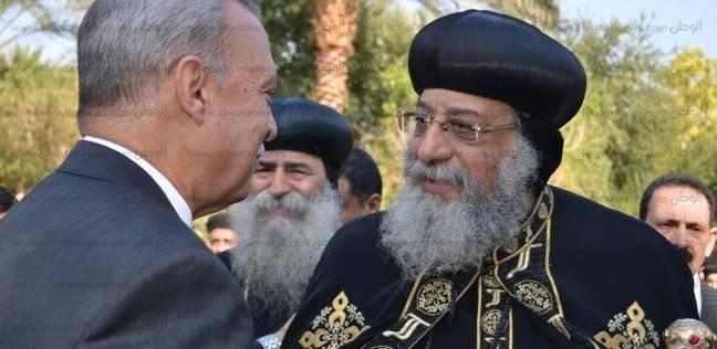 محافظ قنا يودع الأنبا تواضروس الثاني بابا الإسكندرية