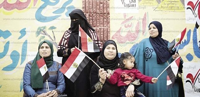 """رئيس وحكومة وشعب """"الكل واحد"""".. 300 صورة لأول أيام الاستفتاء"""
