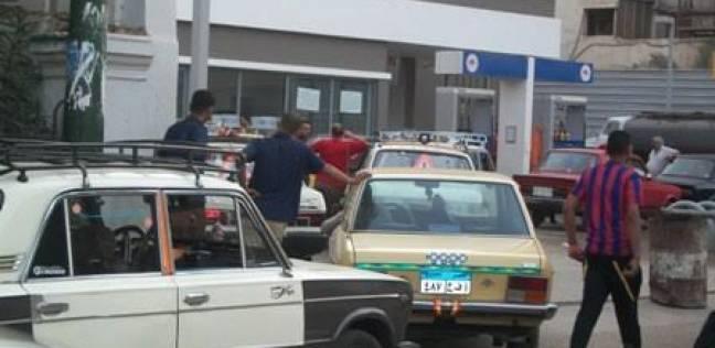 """أزمة البنزين """"تخنق"""" الفيوم وتتسبب في تكدس السيارات أمام محطات الوقود"""