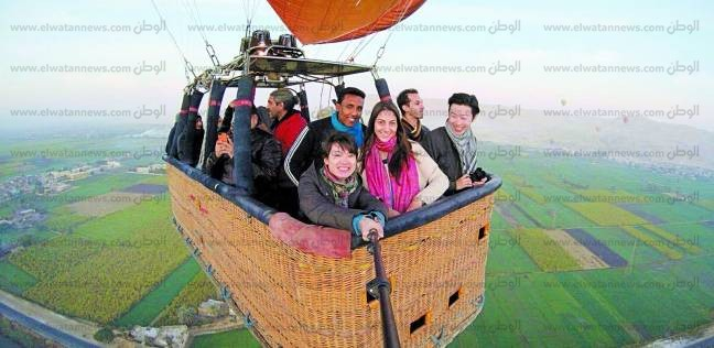 البالون الطائر.. متعة السياح لمشاهدة مقابر الملوك والمعابد ونهر النيل من السماء