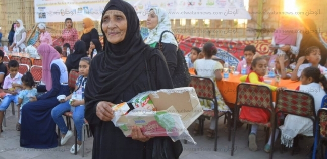 الحاجة لبيبة ثمانينية تتطوع في مائدة رمضانية: الشباب في القلب