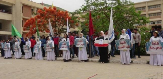 """""""بالعلم والعمل تحيا مصر"""".. يوم اجتماعي في جامعة المنيا"""