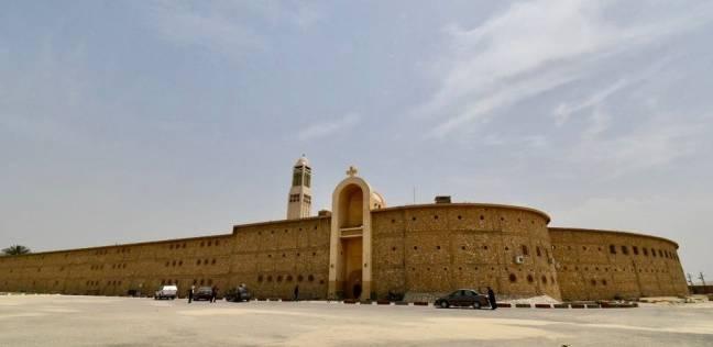 """طقوس الأديرة في """"أسبوع الآلام"""": منع الزيارات والدخول في صوم وصلاة"""