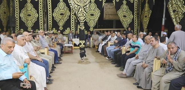 محافظ سوهاج يؤدي واجب العزاء لأسرة الشهيد عبدالله عز الدولة في البلينا