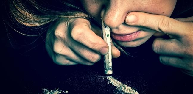 دراسة تكشف سبب إدمان المخدرات: عدوى فيروسية قديمة في الحمض النووي