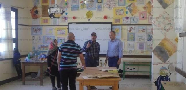 بالصور| رئيس مدينة دهب يتابع أعمال تجهيز اللجان الانتخابية