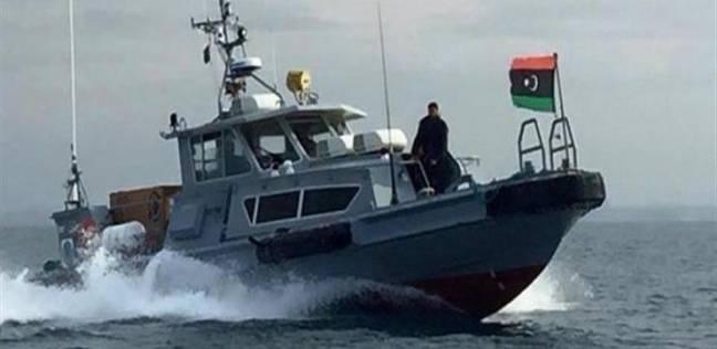 البحرية الليبية تحتجز مركب صيد مصري على متنه 10 بحارة