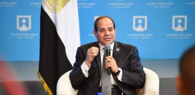 """السيسي: الإجراءات الإدارية في مصر """"صعبة"""" لعدم وجود ميكنة"""