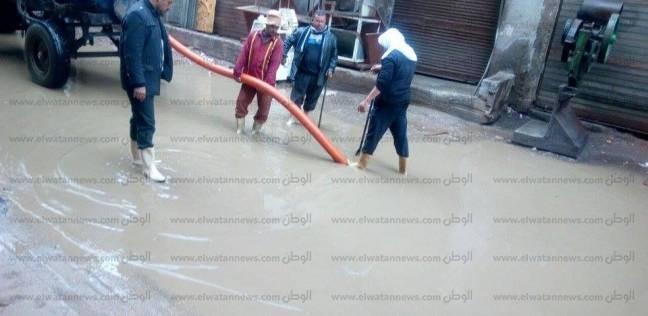 بالصور  سحب مياه الأمطار من شوارع وميادين دسوق