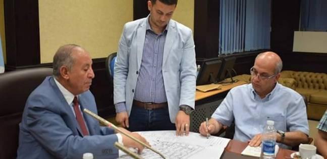 محافظ البحر الأحمر يناقش الرؤية المستقبلية لتطوير مدينة الغردقة