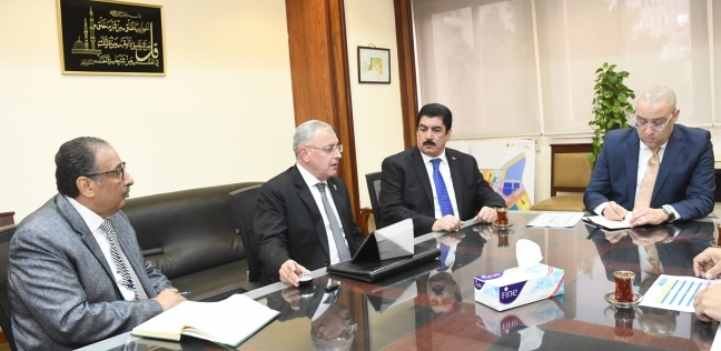 وزير الإسكان ومحافظ القليوبية يتابعان تنفيذ مشروعات مياه الشرب والصرف