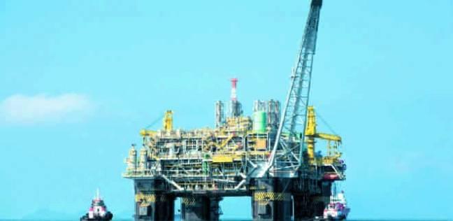 """الموت """"تجمدا"""" في الشتاء.. أصعب المخاطر التي يواجهها عامل """"التنقيب عن البترول"""""""