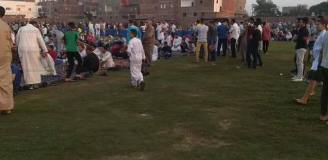 الآلاف يؤدون صلاة العيد بالساحات في البحيرة