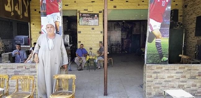 «عم سعيد» أمام المقهى