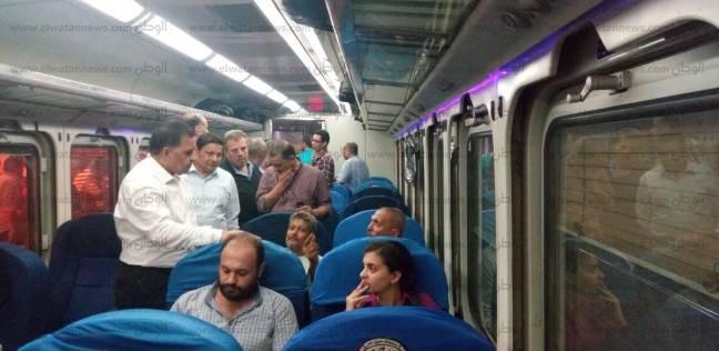 بالصور| رئيس السكة الحديد يتابع حركة مسير القطارات
