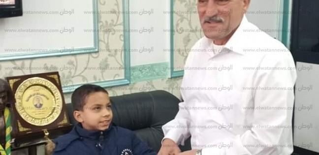 """الطفل أحمد عرفة: """"مبسوط بالتكريم.. وشاركت في الماراثون حبا للسيسي"""""""
