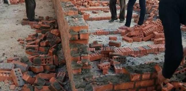 """حملة لإزالة مخالفات بناء """"مقابر"""" دون ترخيص في قرية بدمياط"""