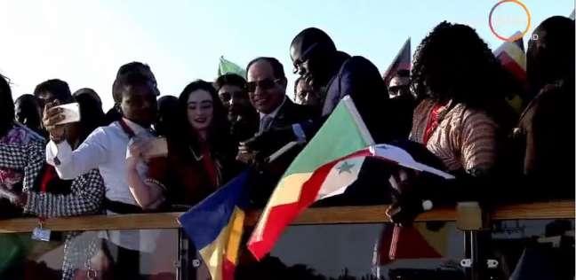 """من """"هولندي"""" لـ""""أفارقة"""".. سيلفي الأجانب مع الرئيس في المنتديات العالمية"""