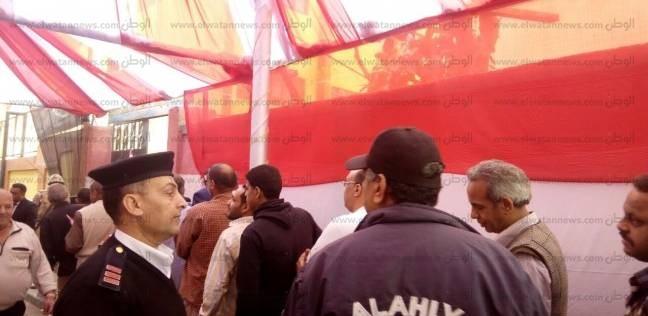 """العشرات في طابور أمام مدرسة """"مصطفی کامل"""" بالأزبکیة"""