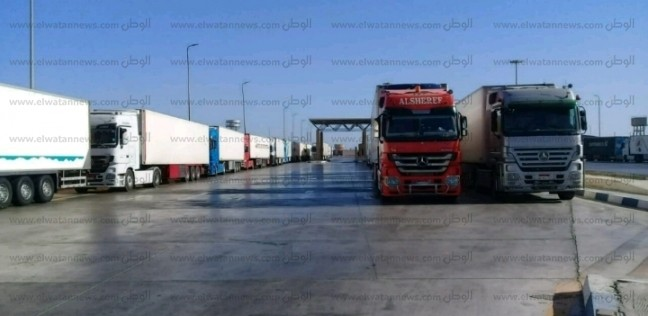 تداول 592 شاحنة بموانئ البحر الأحمر