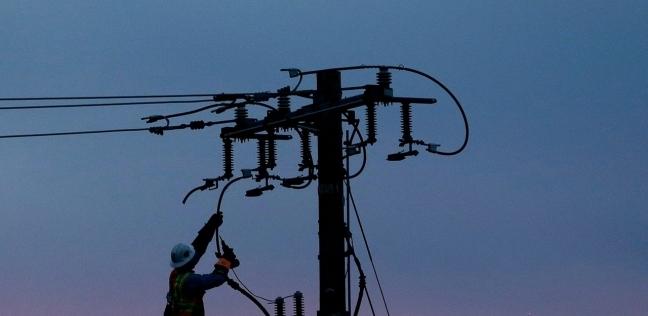 انقطاع الكهرباء عن 800 ألف عميل بولاية كاليفورنيا بسبب الحرائق - العرب والعالم -