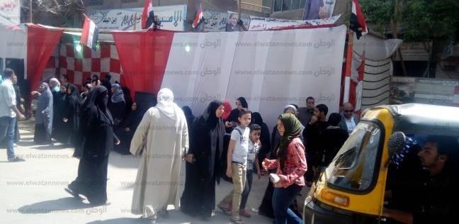 الناخبون يحتشدون أمام اللجان بمصر القديمة: مصر في أشد الحاجة لأبنائها