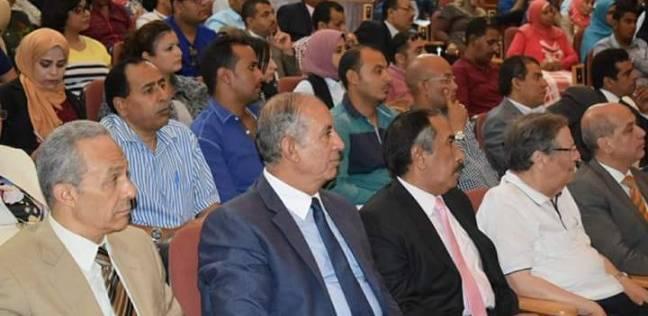 رئيس جهاز التعمير يستعرض المشروعات القومية بالبحر الأحمر