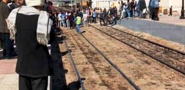 تجمهر سائقي القطارات والكمسارية بمحطة أسوان للمطالبة بالحوافز