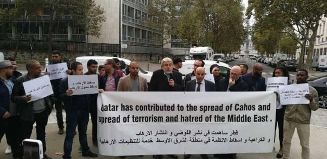 ناشطون يتظاهرون أمام «يونسكو» للاحتجاج على المرشح القطري