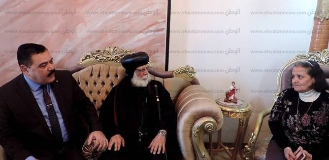 بالصور  مدير أمن الدقهلية يزور 3 أسر مسيحية نازحة من شمال سيناء