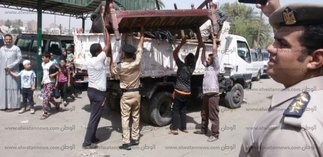 محافظ أسيوط يترأس حملة لإزالة الإشغالات بمحيط موقف سيارات بالأزهر