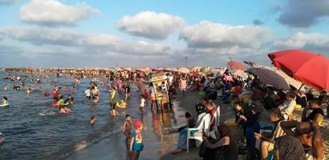 ثالث أيام العيد: إقبال على شواطئ الإسكندرية.. و12 ألف زائر لحديقة حيوانات الفيوم
