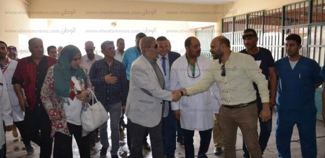 محافظ الإسماعيلية يطمئن على انتظام سير العمل بالمستشفى العام