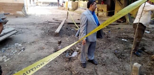 بالصور| مركز مدينة الحامول يتابع إصلاح هبوط أرضي في أحد شوارع المدينة