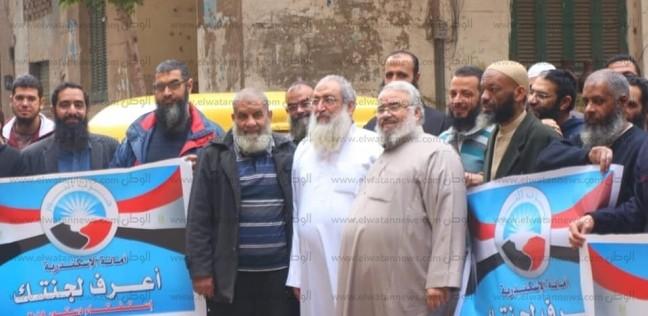 بالصور  ياسر برهامي يدلي بصوته في الاستفتاء بالإسكندرية