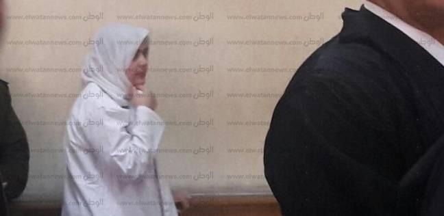 """وصول آية حجازي ومتهمي """"الإتجار بالبشر"""" إلى محكمة عابدين"""