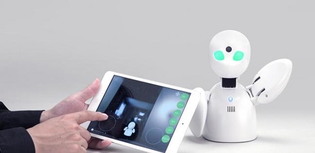 """الروبوت (Ori Hime)  الذي ينوب عن الطلاب المرضى بمدرسة """"توموبي هيجاشي"""" اليابانية."""