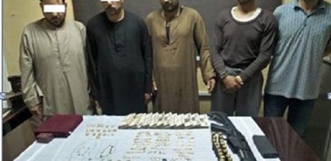 حوادث   سقوط المتهمين بسرقة حقيبة مشغولات ذهبية في الجيزة