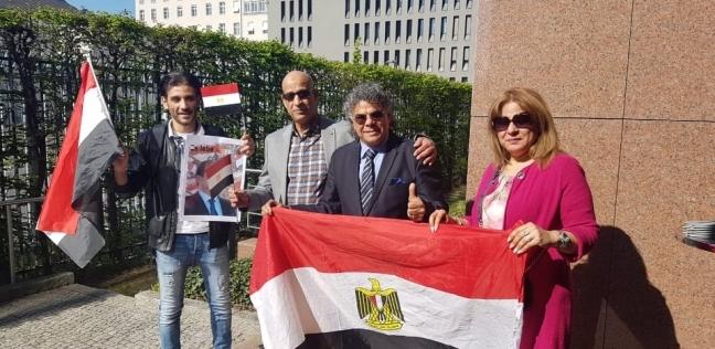 """أول أسرة مصرية تدلي بصوتها في ألمانيا لـ""""الوطن"""": بنرسم مستقبل بلادنا"""