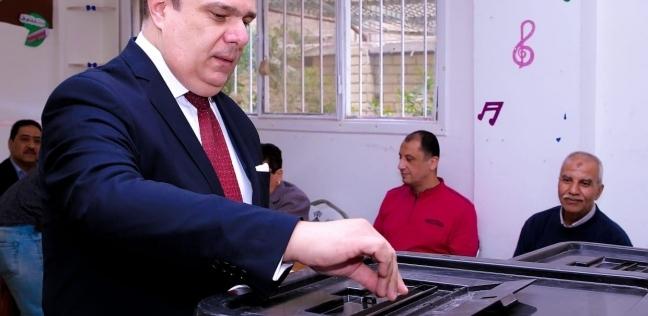 """رئيس """"الوطنية للإعلام"""" يدلي بصوته في الاستفتاء: الإقبال إرادة مخلصة"""