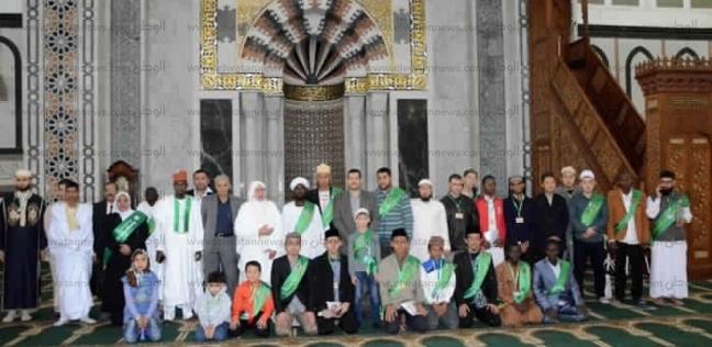 المشاركون بمسابقة الأوقاف العالمية للقرآن الكريم يزورون مسجد الحصري