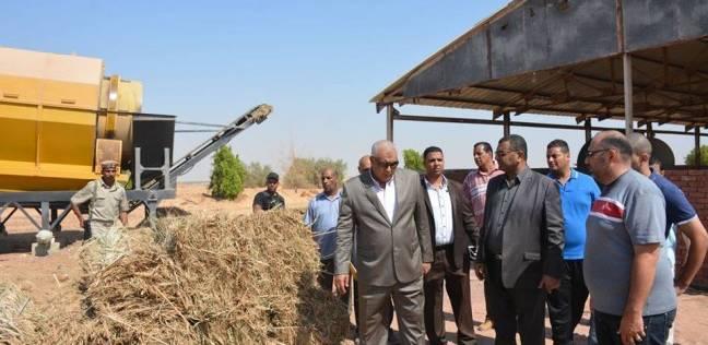 محافظ الوادي الجديد يوجه بتحديث معدات مصنع المخلفات الزراعية