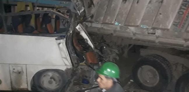 إصابة 12 شخصا في حادث تصادم على الطريق الصحراوي بالبحيرة