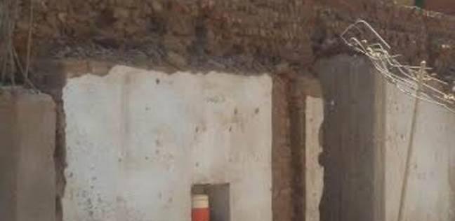 مصرع اثنين وإصابة آخر جراء انهيار منزل في أسيوط