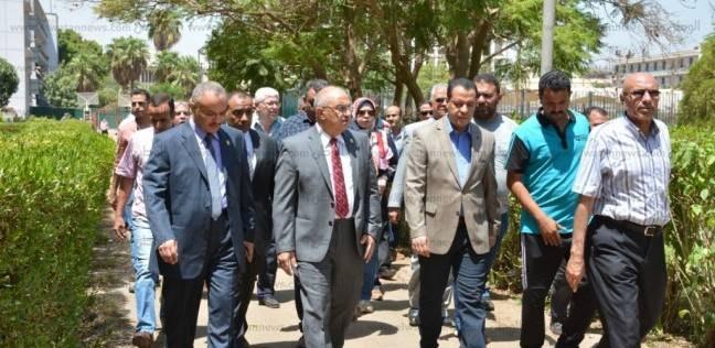 القائم بأعمال رئيس جامعة أسيوط يتفقد ملاعب المدينة الجامعية