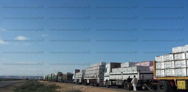 137 شاحنة بضائع مصرية تعبر منفذ السلوم من مصر لليبيا والعكس