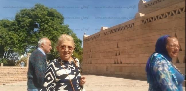عائلة الملك فاروق تزور أسوان في جولة سياحة