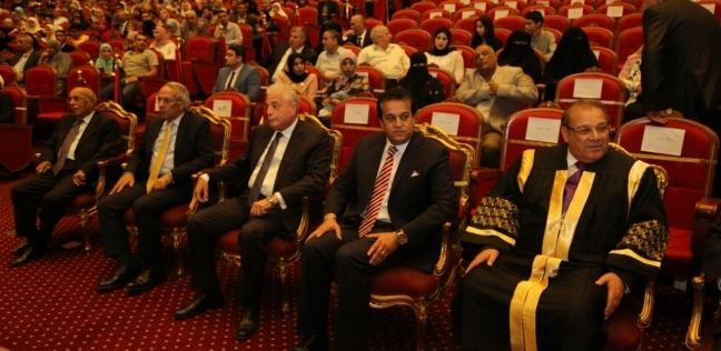 وزير التعليم العالي لطلاب جامعة سيناء في حفل تخرجهم: تسلحوا بالعلم